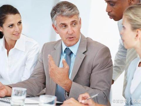 与领导打交道,学会避免这四点,领导对你印象更好