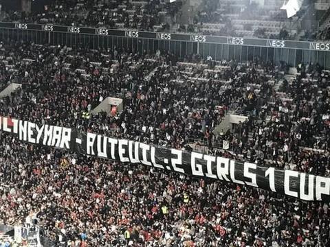 尼斯球迷打巨大横幅,借情色片攻击内马尔和巴黎死忠看台