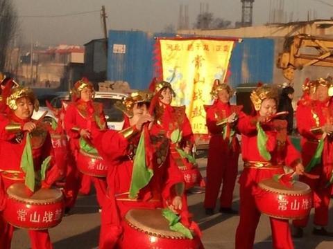 正定春节庙会上非遗表演多姿多彩,几百年历史的正定腊会规模宏大