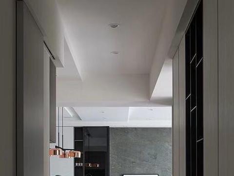 现代简约风装修,客厅光线通透明亮,厨房开放式设计,好看大气