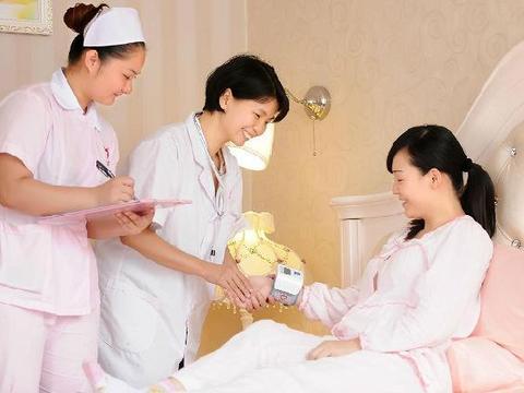 """剖腹产后的女性采用哪种""""睡姿""""好?大夫给出了答案,产妇要了解"""
