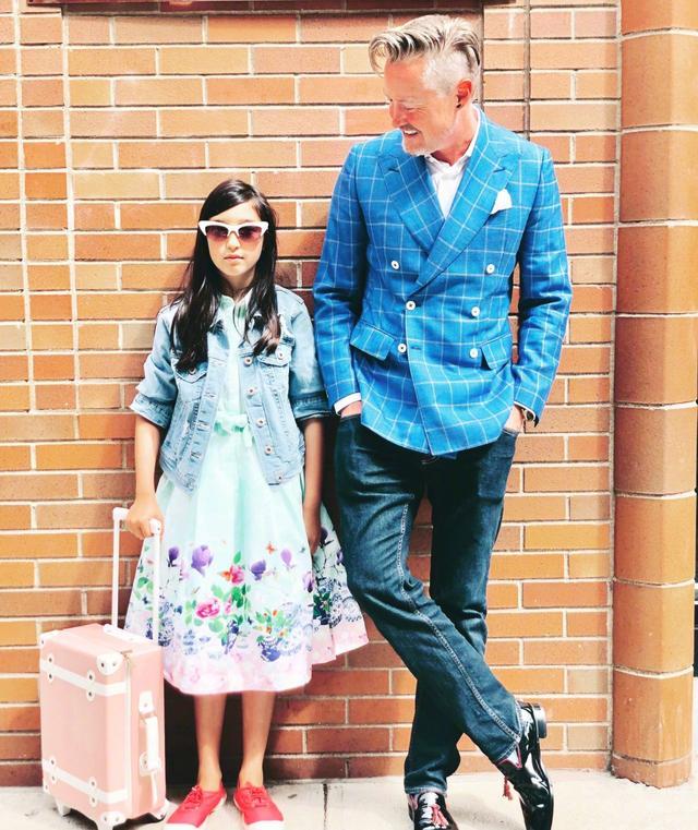 夏克立父女出游加拿大,夏天设计衣服游刃有余,一细节遭亲爸吐槽
