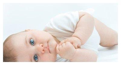 新生儿把后脑勺睡平,这种做法可取吗?