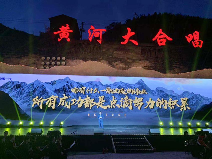 张涵予惊喜空降奔腾品牌之夜现场 成T99首位代言人