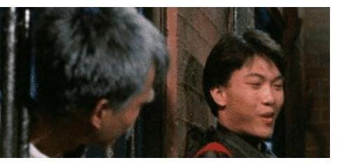 以前拍僵尸电影的时候,为了预防入戏太深,林正英立下五条规矩
