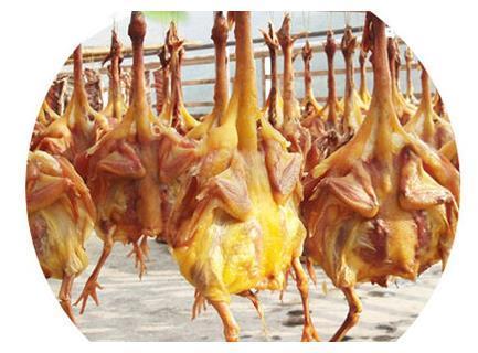 农家自制风干鸡,爽滑弹牙,皮薄肉多,越吃越上瘾