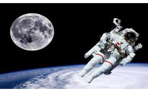 宇航员上天要带什么?美宇航员随身带刀,俄带手枪,我国呢?