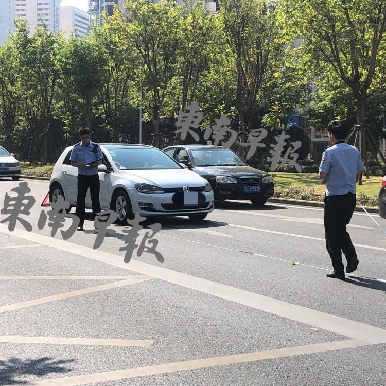 突发!泉州安吉路:80岁老人过马路被撞!