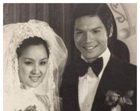 李小龙为她婚内出轨,并死在她床上,还获得向华强青睐