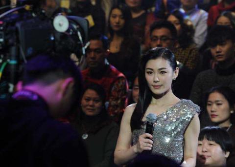她曾是湖南卫视力捧女主持,地位仅次李湘,今38岁发福脸大难认