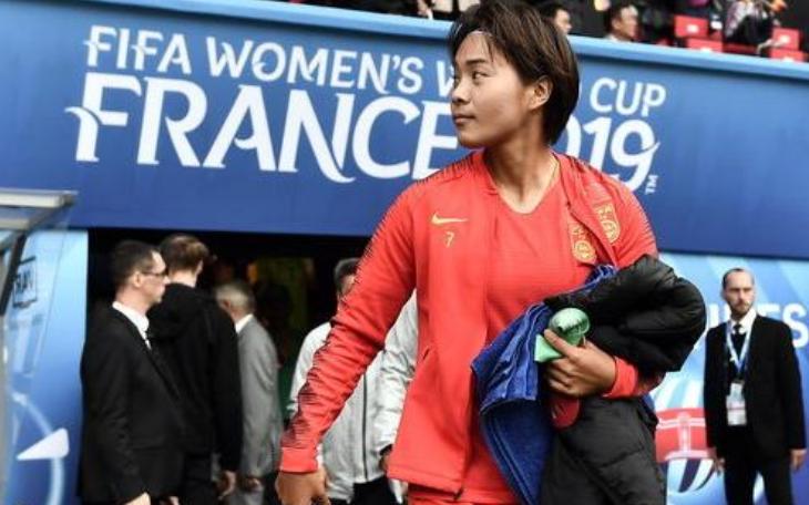 王霜总结女足队员和贾秀全关系,称留洋期间压力大,并提到了武磊