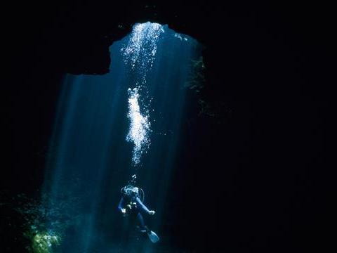 塞班岛作为一个美国管辖的海岛,这里的旅游资源丰富