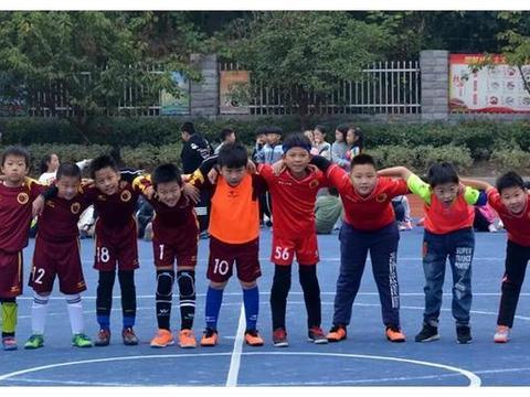 激情点燃绿茵烽火   民主路小学校园足球联赛比赛战况