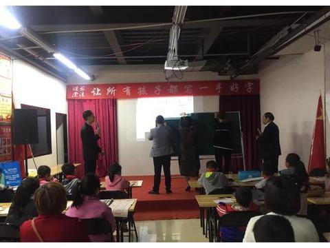 形式多样,内容丰富,汝州举办书法课堂公益活动规范字推广公开课