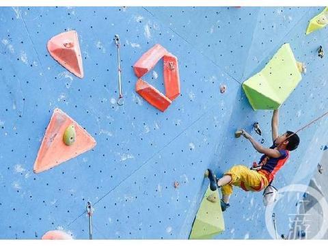 小女生爱攀岩!重庆青少年攀岩公开赛开赛,参赛女生占据半壁江山