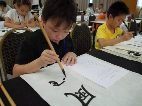 """课外培训机构老师月入5万,""""做教育""""很挣钱,家长却苦不堪言"""