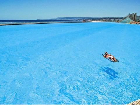 世界第一大泳池:耗时5年花20亿美元,每年维护费达四百万美元