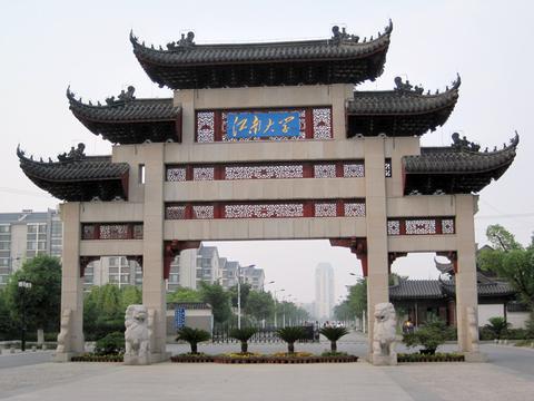 女儿考上江南大学,父亲在朋友圈晒录取通知书,却被建议复读一年