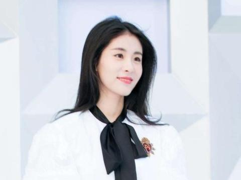 张碧晨谢娜同台演唱歌曲,力破张杰谢娜不和谣言传闻
