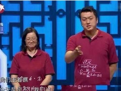 李宏烨两次强调与姜昆是一伙的,直言姜昆是其1200段相声的母亲