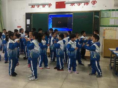 潍坊新纪元小学部举行低段年级组班歌展示活动