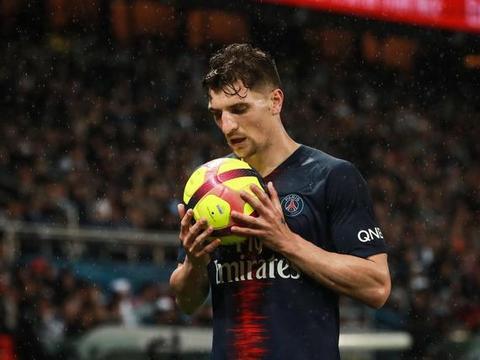 穆尼耶表示自己一直想留在巴黎,埃弗顿不能踢欧战所以没去那里