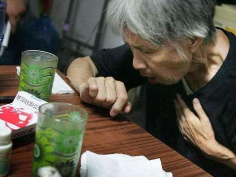 痰液的颜色可以反映一个人的健康?如果你是这几种情况,要警惕了