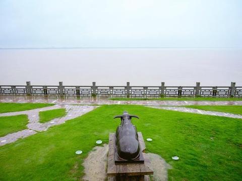 钱塘江最佳观潮点不在杭州,而在这个古镇中,一线潮被誉天下奇观