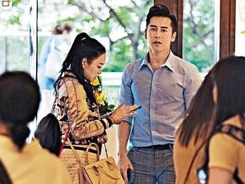 钟丽缇和张伦硕甜蜜逛街购物,他俩秀恩爱的方式,网民直呼受不了