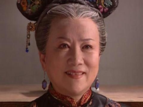 《还珠格格》:老佛爷老了,皇后老了,只有她定格在20年前一般