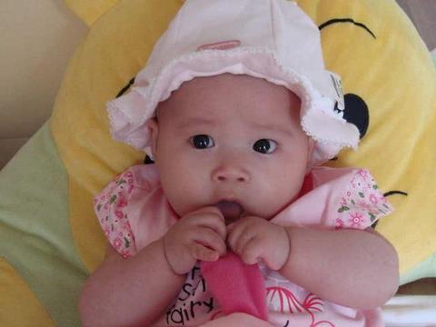 照顾百天内的小婴儿,3件事情家长最好避免去做,不利于宝宝发育
