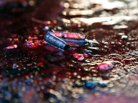 墨西哥黑帮与警方交火后场景曝光:尸体倒在街头,子弹浸在血泊中