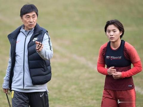 王霜盼有团队替她分担背后:在法甲身兼多职分身乏术 谁该脸红