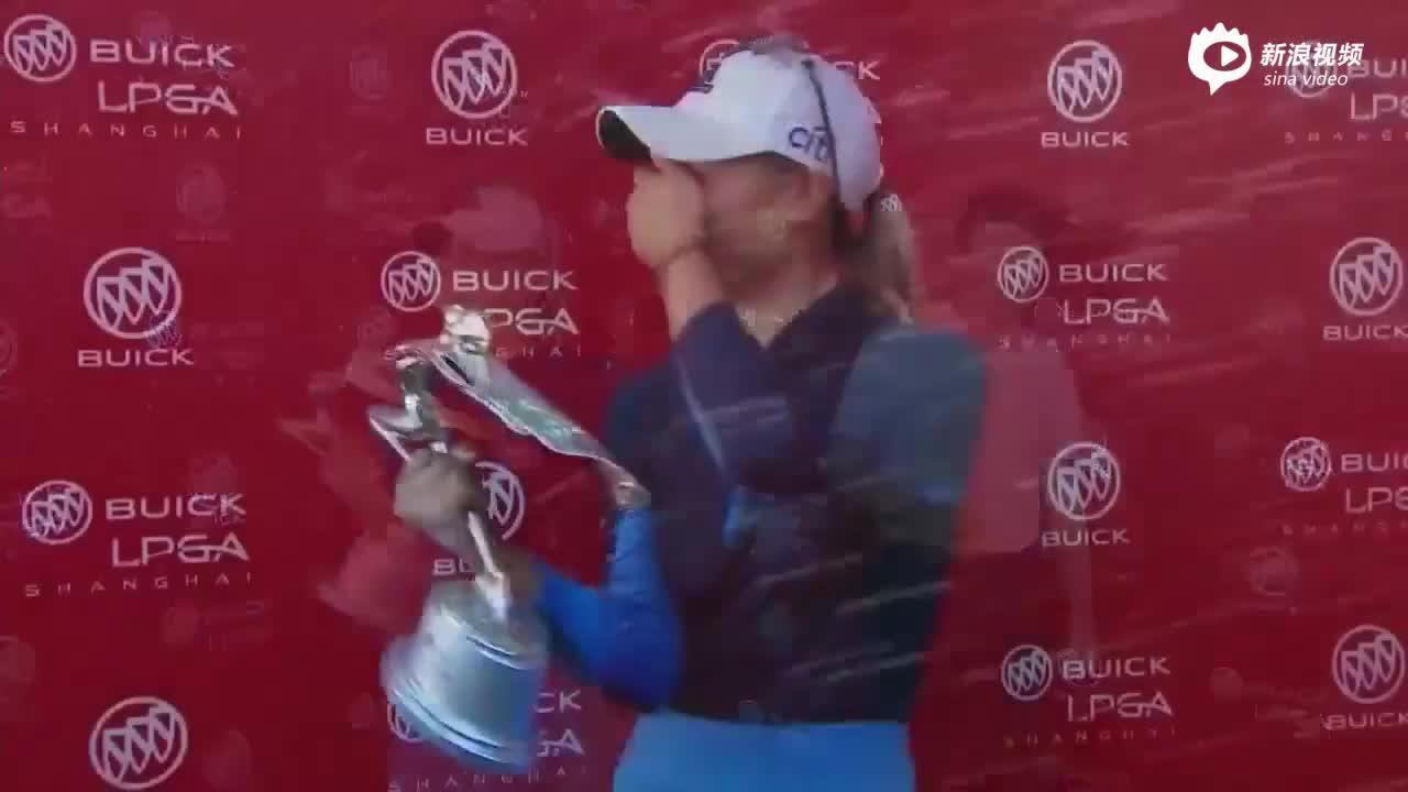 视频-别克LPGA锦标赛颁奖礼 姜孝林被球童猛喷香槟