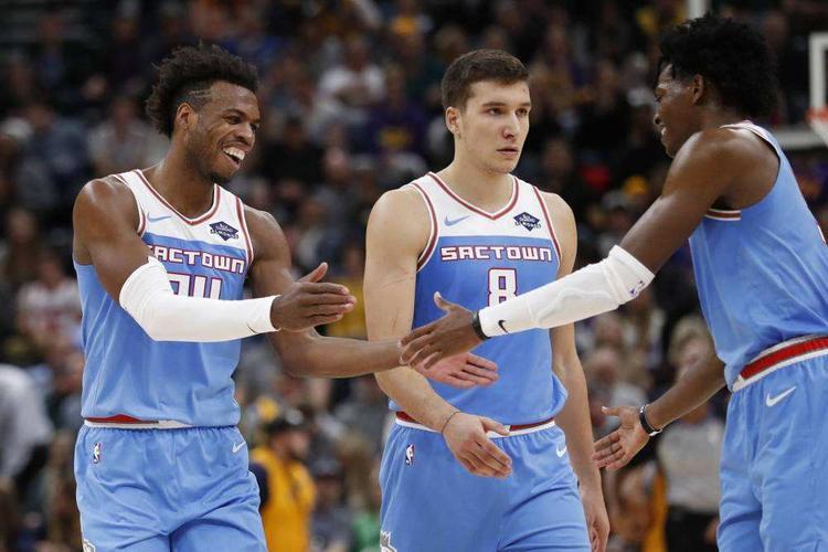 NBA第一天赋队要解散?3年选中5个天才,现在却为抛弃谁发愁