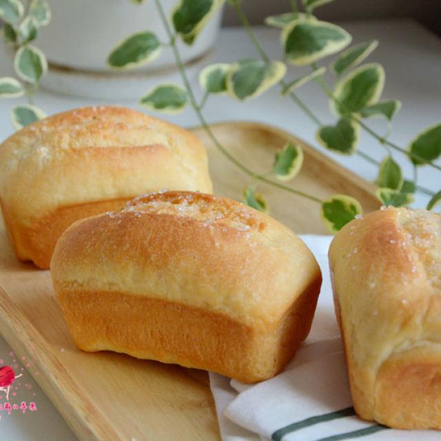 淡奶油小面包,一口一个,淡淡奶香,营养又美味哦