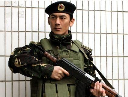 中国版史泰龙,当过郑伊健刘欢保镖,娶到了张歆艺同学,生活幸福
