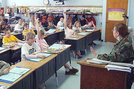 老师培养无数学生上清华北大,自己的儿子不成器,把他当外人来教