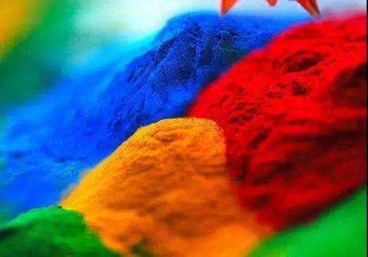 来自植物的色彩,人类最早使用染料的行为是出现在什么时候?