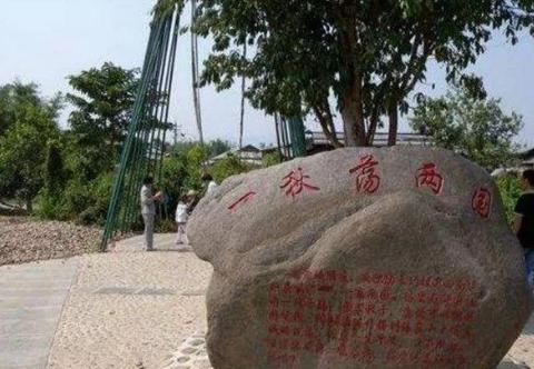 中缅边境一座跨国小桥,原镶嵌7777块玉石,如今被人撬走