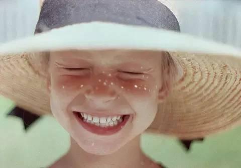 是啊,如果你爱上一个爱笑的女人,请好好爱她