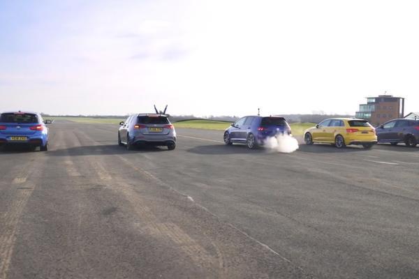 视频:奔驰A35 vs 宝马M140i vs 高尔夫R vs 奥迪S3 vs 福特 福克斯RS