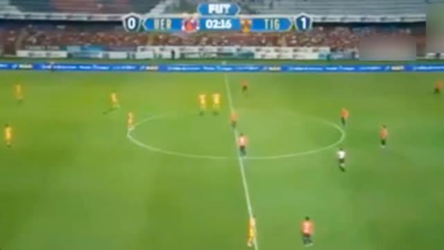 视频-墨西哥遭欠薪球员开球后罢赛 站着不动连送两球