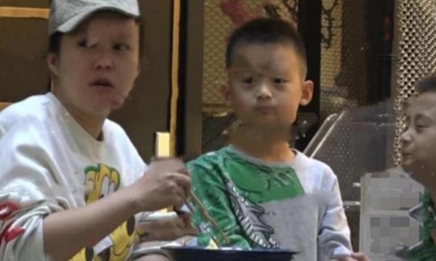 她是邓超前女友,李光洁前妻,二婚嫁刘烨,有一对双胞胎儿子