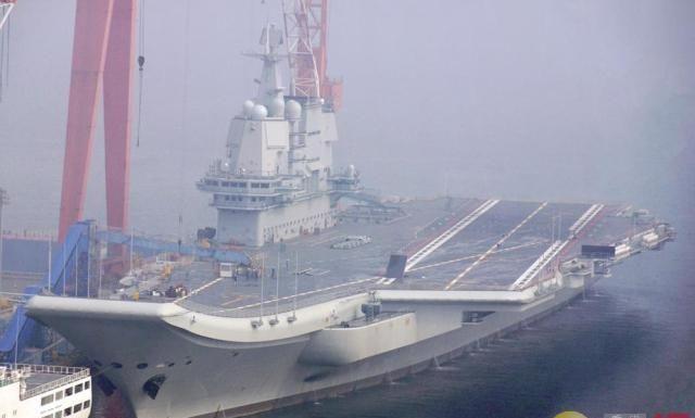 国产航母完成第8次试航 返回大连造船厂码头