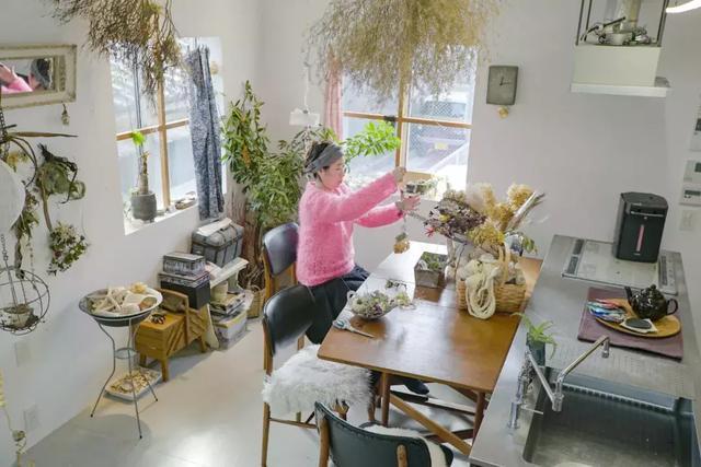讨厌断舍离,她把家盖了13层,和所有私人物品在一起