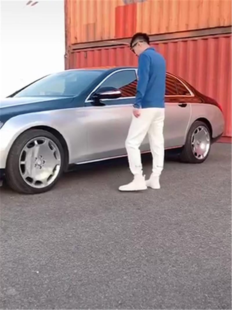"""47万奔驰E级改成""""迈巴赫"""",配S680轮毂,采用双色漆,气场十足"""