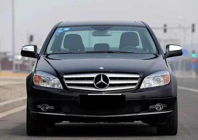 8万块出头的奔驰C级,外观商务,机械增压发动机,还买大众朗逸?