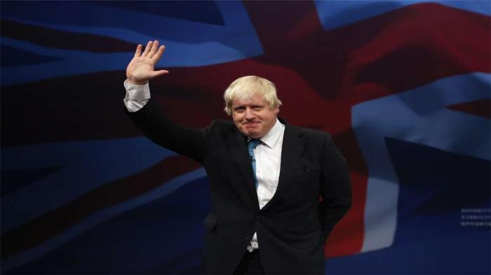 马克龙默许,伦敦百万人上街游行,英国更大危机还在后面?