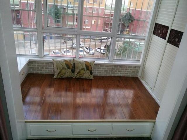 晒晒装修的新家,特意把主卧的阳台加高了,就像多出一个房间